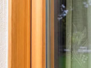 Piccoli grandi spazi abitativi: Finestre in stile  di Woodbau Srl