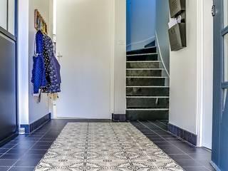 Entrée contemporaine :  de style  par Florence Vatelot Décoratrice d'intérieur