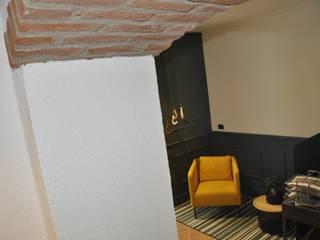 Dettaglio arco: Negozi & Locali commerciali in stile  di Studio Forma