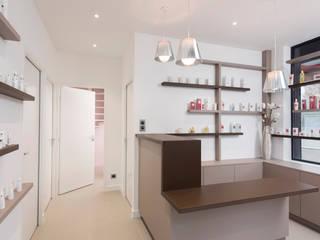 Rénovation d'un institut de beauté réHome Locaux commerciaux & Magasin minimalistes Gris