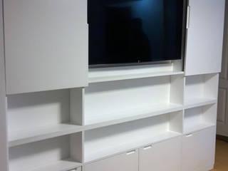 Mueble tv cerrada:  de estilo  por Minimalistika.com