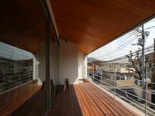 Azjatycki balkon, taras i weranda od 西島正樹/プライム一級建築士事務所 Azjatycki