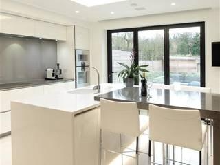 Breathtaking Design Nhà bếp phong cách tối giản bởi PTC Kitchens Tối giản