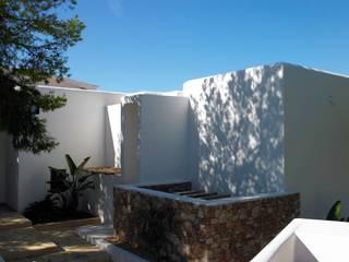 Villa - Ibiza: Case in stile  di ALMA Architettura | Mario Pan | Alessandro Pezzotti