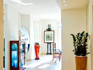 Complesso residenziale: Soggiorno in stile  di ALMA Architettura | Mario Pan | Alessandro Pezzotti