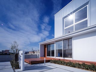 Terrazas de estilo  de 中澤建築設計事務所, Moderno