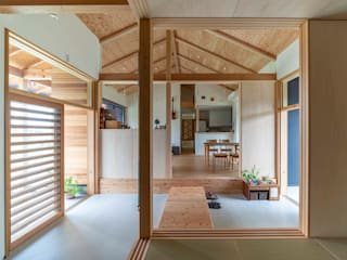 Pasillos y vestíbulos de estilo  por 中澤建築設計事務所, Escandinavo Concreto