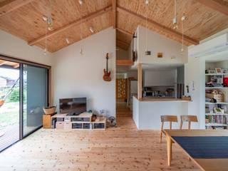 八千種の家: 中澤建築設計事務所が手掛けたリビングです。,