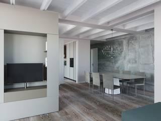 Interior design trilocale: Soggiorno in stile  di ALMA Architettura | Mario Pan | Alessandro Pezzotti