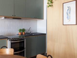 INÁ Arquitetura Cocinas de estilo moderno Madera Verde