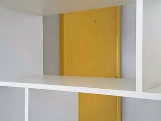Apartamento SS: Corredores e halls de entrada  por Studio Casa Azul