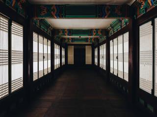 왕후의 시선 아시아스타일 복도, 현관 & 계단 by PoisonSong 한옥
