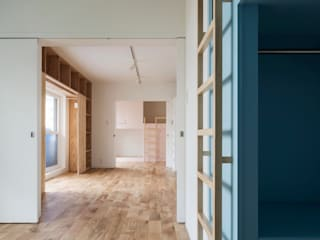 Eclectic style nursery/kids room by 一色玲児 建築設計事務所 / ISSHIKI REIJI ARCHITECTS Eclectic