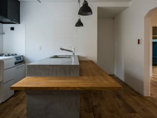 Eclectic style dining room by 一色玲児 建築設計事務所 / ISSHIKI REIJI ARCHITECTS Eclectic