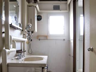 一色玲児 建築設計事務所 / ISSHIKI REIJI ARCHITECTS Bagno eclettico