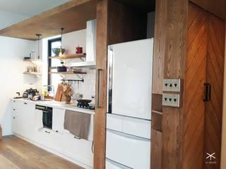 開放式廚房收納好簡單:  廚房 by XY DESIGN