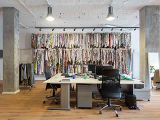 SHOWROOM TEXTIL EN A CORUÑA Estudios y despachos de estilo industrial de DISEÑO&ARQUITECTURA Industrial
