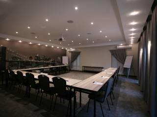 Palais des congrès de style  par Audio Visual Projects (PTY) Ltd, Classique