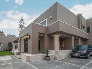 Casa Lomas:  de estilo  por Fotografía Sabina Studio