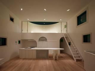 光舞台の家: FUTURE STUDIOが手掛けたリビングです。