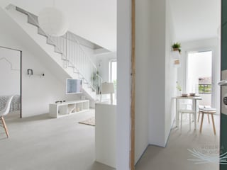 Modern corridor, hallway & stairs by Home Staging & Dintorni Modern