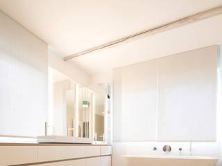 Classic style bathroom by mori Classic