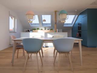 Modern Dining Room by mori Modern