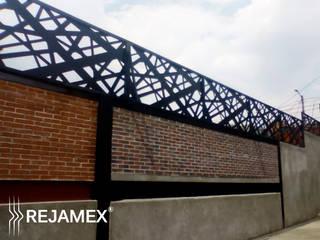 Reja INFINITI Modelo RMXLINES020-001: Casas de estilo minimalista por Rejamex