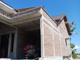 Rumah tinggal Dinding & Lantai Gaya Asia Oleh CV. ARRAHMAN CONSTRUCTION Asia