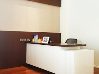 Meja Kerja (Working Table):  Ruang Kerja by Likha Interior