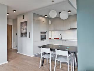 mieszkanie w Warszawie: styl , w kategorii Jadalnia zaprojektowany przez PRACOWNIA PROJEKTOWA JAGANNA