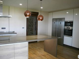 Cozinhas modernas por Almacén de Carpintería Gómez Moderno