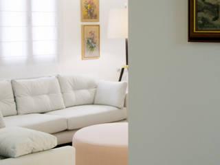 Sala de estar completamente renovada : Salas de estar  por Tangerinas e Pêssegos - Design de Interiores & Decoração no Porto,Moderno