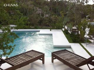 Bahamas House: Piscinas de jardim  por CHUVAS arquitectura,Mediterrânico