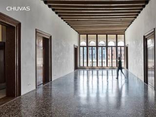 Reabilitação de Palácio em Veneza: Salas de estar  por CHUVAS arquitectura,Clássico