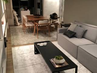 Living room by Natália de Bona Arquitetura