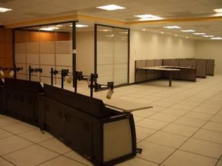 Centro de monitoreo: Escaleras de estilo  por Grupo Avatecsys