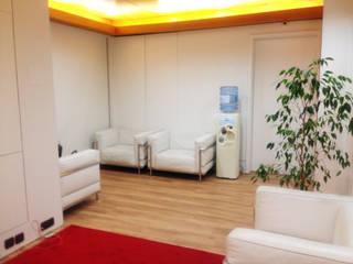 Sala de Espera: Escritórios  por  Rita Salgueiro - Full Ideas