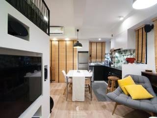 1: modern Living room by Mister Glory Ltd