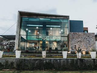 Single family home by Zona Arquitectura Más Ingeniería, Modern Glass