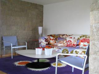 Casa Maurício de Vasconcelos Salas de estar modernas por Nuno Ladeiro, Arquitetura e Design Moderno
