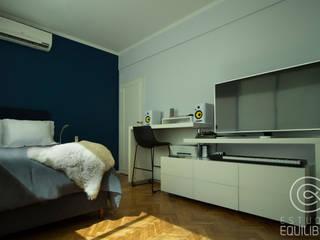 Modern style bedroom by Estudio Equilibrio Modern
