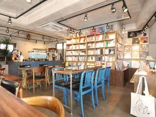 Cafe PASTEL BLUE: (주)스튜디오360플랜 의  다이닝 룸