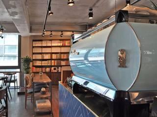 Cafe PASTEL BLUE: (주)스튜디오360플랜 의  벽