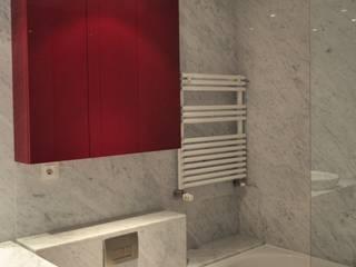 Apartamento na Torre de São Gabriel, Parque das Nações, Lisboa Casas de banho modernas por Nuno Ladeiro, Arquitetura e Design Moderno