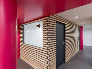 AMENAGEMENT BUREAUX GRENOBLE Espaces de bureaux modernes par SISE ARCHITECTURE Moderne