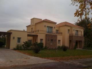 Viviendas en Pilar: Casas unifamiliares de estilo  por Estudio Mandirola