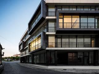 Edifício de Habitação em Vila Nova de Tazém Casas modernas por Nuno Ladeiro, Arquitetura e Design Moderno
