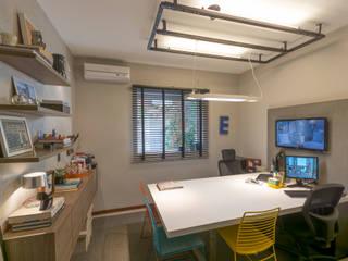 Escritório do ARQUITETO Espaços comerciais modernos por Erlon Tessari Arquitetura e Design de Interiores Moderno