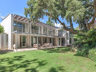 Garden View:  Single family home by Van der Merwe Miszewski Architects
